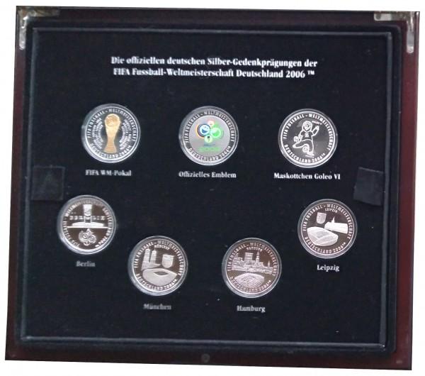 Münzkassette mit 15 Silbermedaillen - Fussball Fifa WM 2006. Insgesamt 375 gr 925/1000 Silber