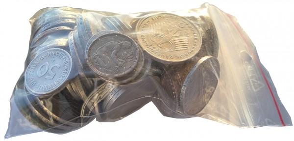 121 DM Umlaufmünzen 8 x 5 Mark, 27 x 2 Mark, 13 x 1 Mark und 27 x 50 Pfennig