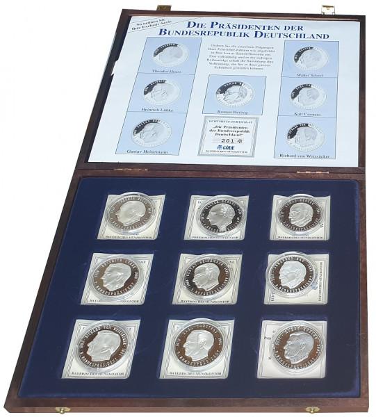 Münzkassette mit 9 Silbermedaillen *Die Bundespräsidenten der BRD* - Insgesamt 180 gr 999/1000 Silbe